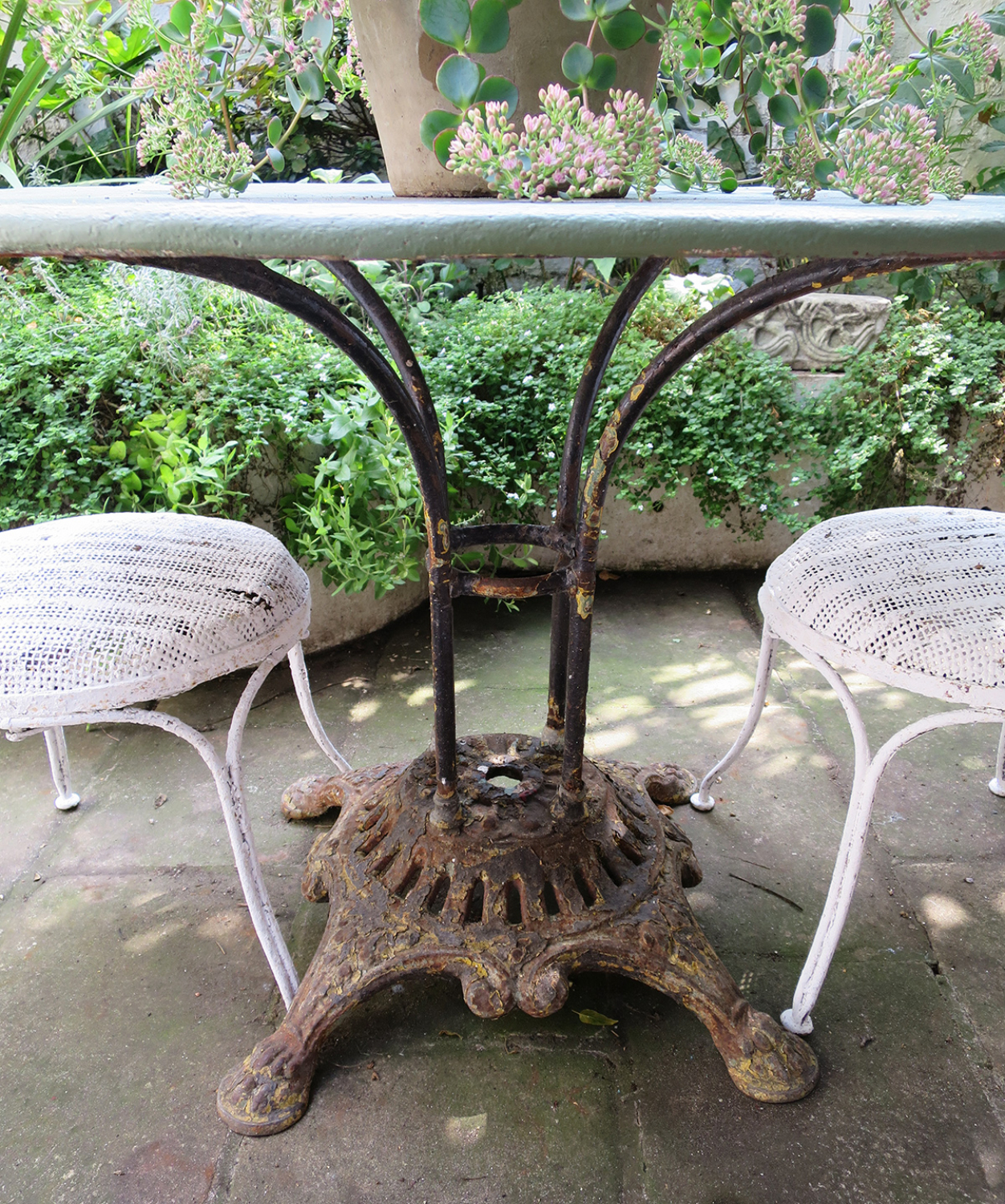 French round iron garden table circa 1900 in antique tables for Garden design 1900